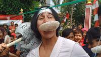 Wiro Sableng ikut lomba makan kerupuk saat Hari Kemerdekaan (Instagram/ vinogbastian__)