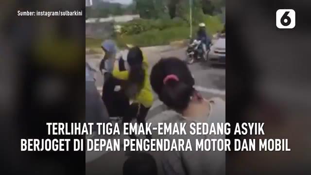 Beredar video emak-emak sedang asyik berjoget di zebra cross lampu merah. Saat ini polisi sedang memburu ketiga emak-emak itu.