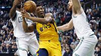 Aksi Donovan Mitchell saat Jazz kalahkan Celtics (AP)