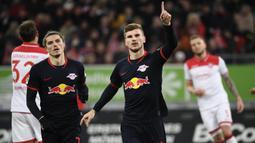RB Leipzig - Striker andal Leipzig, Timo Werner, telah menorehkan 24 gol dan Marcel Sabitzer 9 gol. Keduanya menjadi duet penyerang yang produktif mencetak gol untuk Leipzig. (AFP/Ina Fassbender)