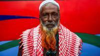 Warna-warna terang untuk rambut dan janggut kian menjadi pusat mode di Dhaka, Bangladesh. (AFP/Munir Uz Zaman)