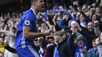 Reaksi striker Chelsea, Diego Costa, usai menjebol gawang West Bromwic Albion, pada laga Premier League 2016-2017, di Stadion Stamford Bridge (11/12/2016). Costa bertengkar dengan Antonio Conte.  (AFP/Justin Tallis)