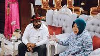 Lenis Kogoya dan Risma di rumah dinas Wali Kota Surabaya (Sumber: Instagram/surabaya)
