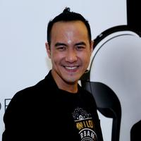 Senyum khas milik Daniel Mananta menjadikannya tidak bosan untuk dilihat. (Wimbarsana/bintang.com)