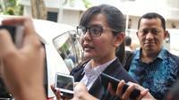 Sekjen PSSI Ratu Tisha seusai mendampingi Plt Ketum PSSI, Joko Driyono memenuhi panggilan Satgas Anti-Mafia Bola di Polda Metro Jaya, Kamis (24/1). Pemeriksaan terkait kasus dugaan pengaturan skor di Liga Indonesia. (Liputan6.com/Johan Tallo)