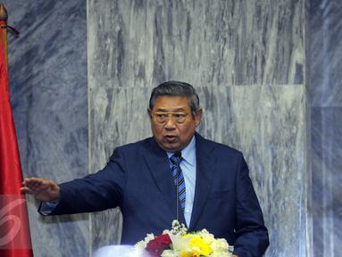 Ketua Umum Partai Demokrat, Susilo Bambang Yudhoyono berpidato pada puncak perayaan HUT Partai Demokrat ke-14 di Gedung Parlemen Senayan, Jakarta, Rabu (9/9/2015). Dalam pidatonya, SBY memberikan arahan kepada kader PD. (Liputan6.com/Helmi Fithriansyah)