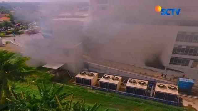 Akibat peristiwa yang terjadi pukul 20.00 kemarin malam ini, ratusan penghuni apartemen terpaksa diungsikan guna menghindari kepulan asap.