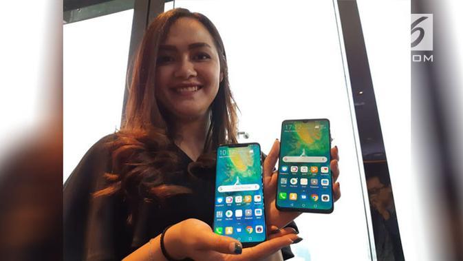 Model perlihatkan smartphone Mate 20 series. Liputan6.com/ Agustin Setyo Wardani
