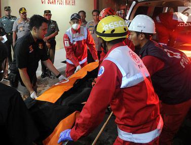 Kantong Jenazah Penumpang Lion AirTiba di RS Polri