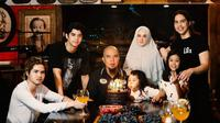 Potret kekompakan Ahmad Dhani bersama keluarga saat ulang tahun ke-48 (Dok.Instagram/@ahmaddhaniofficial/https://www.instagram.com/p/CAp8DUFnf8s/Komarudin)
