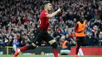 Gelandang Manchester United, Andreas Pereira berselebrasi usai mencetak gol ke gawang Southampton selama pertandingan lanjutan Liga Inggris di stadion Old Trafford, (2/3). MU menang tipis 3-2 atas Southampton. (Martin Rickett /PA via AP)