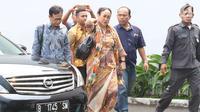 Budayawati Sukmawati Soekarnoputri mendatangi kantor Majelis Ulama Indonesia (MUI) di Jakarta, Kamis (5/4). Kedatangan Sukmawati untuk mengklarifikasi atas puisi kontroversial yang dibacakannya beberapa waktu lalu. (Liputan6.com/Angga Yuniar)