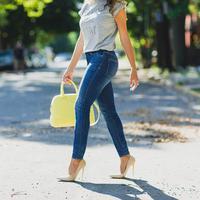 Demi menjaga kesehatan, ini alasan kamu  untuk buang skinny jeans yang ada di lemari.(Sumber Foto: The Jeans Blog)
