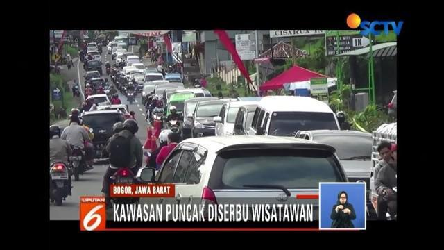 Jelang pergantian tahun, lalu lintas di berbagai wilayah terlihat ramai lancar. Volume kendaraan juga terlihat meningkat di beberapa ruas tol di sejumlah kota di Jawa Barat.