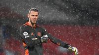 Kiper Manchester United, David De Gea, ketika menghadapi Chelsea dalam pertandingan Premier League yang berakhir imbang di Old Trafford, Sabtu (24/10/2020). (AFP/MICHAEL REGAN)