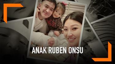 Putri kedua Ruben Onsu dan Sarwendah memiliki instagram meski usianya baru mencapai satu minggu. Jumlah follower akun dengan nanma @thaniaputrionsu itu mencapai 70 ribu.