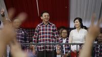 Banyak netizen yang masih tidak percaya dengan berita soal gugatan cerai Ahok ke Veronica Tan. (Foto: AP Photo/Dita Alangkara)
