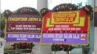 Karangan bunga dari komunitas warga Malang untuk Presiden Jokowi di halaman Istana Kepresidenan, Jakarta