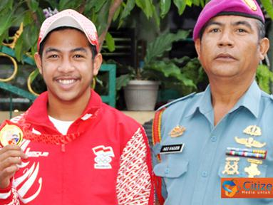 Citizen6, Surabaya: Orang tua Luthfi Niko Abdilah, Serka Marinir Ali Soleh merasa bangga atas prestasi yang di raih putranya. Selain itu ia juga mengajarkan anak-anaknya untuk selalu disiplin dalam segala hal. (Pengirim: Budi Abdillah)