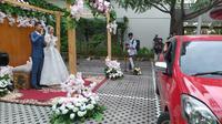 Penampakan prosesi pernikahan drive thru di Hotel Metland Cirebon. Foto (Liputan6.com / Panji Prayitno)