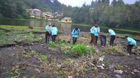 Gunung Rinjani paling banyak sampah. (Liputan6.com/Zainul Arifin)