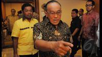 Aburizal Bakrie (Ical) memberikan pernyatan terkait disahkannya Golkar kubu Agung Laksono oleh Menkumham Yasonna Laoly, Jakarta, Selasa (10/3/2015).(Liputan6.com/Herman Zakharia)