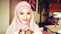 Lyra Virna adalah aktris, model, dan politikus asal Indonesia