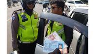 Polisi gadungan diciduk saat melakukan aksinya di Casablanca (TMC Polda Metro)