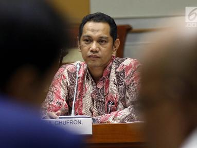 Capim KPK Nurul Ghufron menyampaikan pendapatnya saat mengikuti uji kelayakan dan kepatutan (fit and proper test) dengan Komisi III DPR di Kompleks Parlemen, Jakarta, Rabu (11/9/2019). Gufron mengaku setuju dengan adanya kewenangan KPK dalam mengeluarkan SP3. (Liputan6.com/JohanTallo)