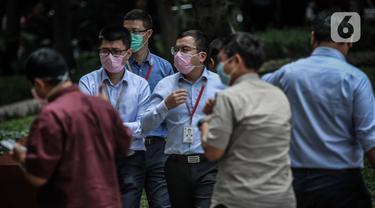 2 Orang di Indonesia Positif Virus Corona, Para Pekerja Banyak Kenakan Masker