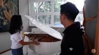 Ada piano seharga mobil yang berada di rumah Boy William yang sempat disampaikan Melaney Ricardo (Dok.YouTube/Melaney Ricardo)