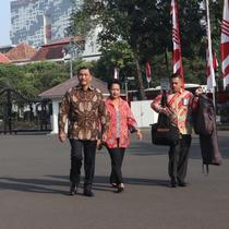 Luhut Binsar Pandjaitan dan istri di Istana Kepresidenan. (Liputan6.com/Lizsa Egeham)