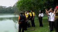Tim Polda Metro Jaya dan Polres Depok melakukan olah TKP di Danau Kenanga, Universitas Indonesia, yang mrupakan lokasi jenazah Akseyna.