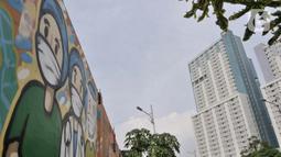 Mural dukungan untuk tim medis Covid-19 di kawasan Sunter, Jakarta, Rabu (27/5/2020). Mural bergambarkan sosok tim medis dan ungkapan doa ini berada di seberang RS Darurat Wisma Atlet yang dibuat oleh Karang Taruna Kelurahan Sunter Jaya. (merdeka.com/Iqbal S. Nugroho)