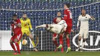Penyerang AS Roma, Carles Perez melakukan tembakan ke gawang CSKA Sofia pada laga pemungkas Grup A Liga Europa 2020/2021 di Vasil Levski, Jumat (11/12/2020) dini hari WIB. Roma menelan kekalahan dengan skor 1-3 dari CSKA Sofia. (AP Photo/Anton Uzunov)