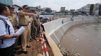 Pelaksana tugas Gubernur DKI Jakarta Basuki Tjahaja Purnama atau Ahok mengatakan formula antisipasi penanganan banjir dari dimulai dari lingkungan perumahan sebagai satuan warga paling kecil. (Liputan6.com/Herman Zakharia)