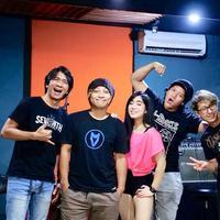 J-Rocks dan Prisa sukses buat para netizen nostalgia dengan masa lalu. (Instagram J-Rocks)