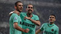 Stevan de Vrij merayakan golnya untuk Inter Milan ke gawang Torino (Marco Bertorello/AFP)