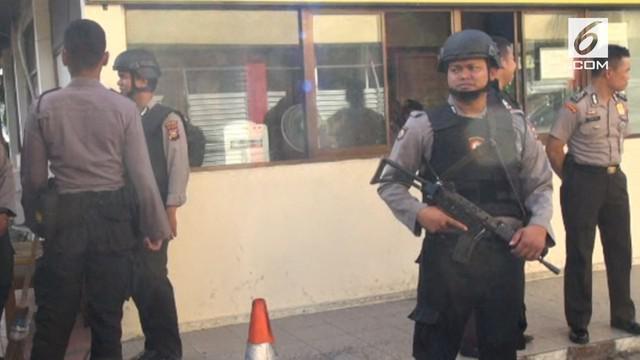 8 terduga teroris ditangkap Polda Riau di Dumai. Diantara seluruh yang ditangkap, 2 diantaranya adalah ibu rumah tangga.