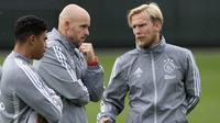 Christian Poulsen (kanan), asisten pelatih Ajax Amsterdam. (AFP/Olaf Kraak)
