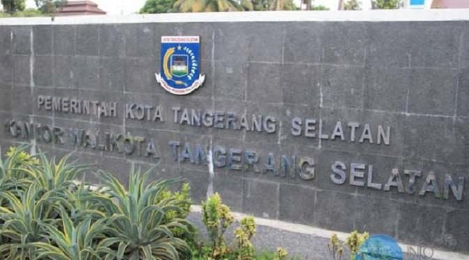Pemerintah Kota Tangerang Selatan membantah bila ada siswa SDN Kademangan 2, Kecamatan Setu belajar di dapur.