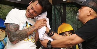 Setelah menjalani proses hukum pasca penangkapannya dua minggu lalu, Tora Sudiro kini sudah diperbolehkan menghirup udara bebas. Bahkan ia sudah bisa kembali bersama rekan-rekannya di Warkop DKI Reborn. (Bambang E.Ros/Bintang.com)
