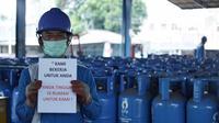 Pertamina MoR III memastikan pasokan Gas LPG baik subsidi maupun non subsidi aman selama masa physical distancing dan work from home. Foto (Liputan6.com / Panji Prayitno)