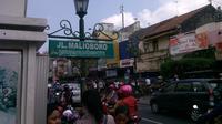 Suasana di pojok Jalan Malioboro, Yogyakarta, jelang libur akhir tahun. (Liputan6.com/Fathi Mahmud)