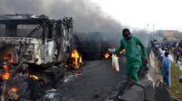 Truk BBM meledak di Nigeria pada Kamis 12 Juli 2012 (AFP Photo)