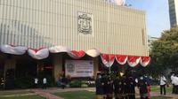 Gubernur Anies Baswedan bersama wakilnya, Ahmad Riza Patria memperingati hari jadi kota Jakarta ke-493 dengan apel.