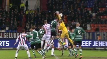 Berita video tinju kiper Sparta Rotterdam membuat bek lawan bisa cetak gol. This video presented by BallBall.