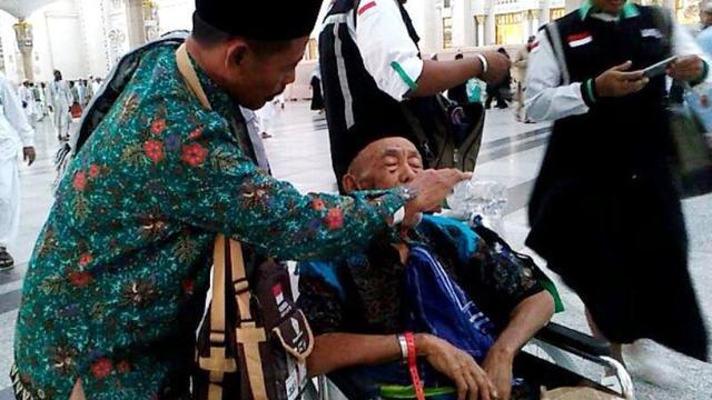 Demi Berbakti Kepada Orangtua Zaini Ajak Ayah Dan Mertua Haji News Liputan6 Com