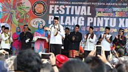 Gubernur DKI Jakarta Basuki T Purnama membuka Festival Palang Pintu 2016 di Jakarta, Sabtu (28/5). Event tahunan tersebut diselenggarakan dalam rangka merayakan HUT ke-489 DKI Jakarta yang digelar pada 28-29 Mei 2016. (Liputan6.com/Immanuel Antonius)