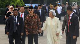 Wakil Presiden periode 1993-1998 Try Sutrisno menghadiri pemakaman istri presiden ke-6 RI Susilo Bambang Yudhoyono (SBY), Ani Yudhoyono di Taman Makam Pahlawan (TMP) Kalibata, Jakarta, Minggu (2/6/2019). (Liputan6.com/JohanTallo)